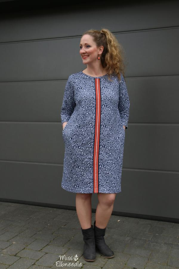 SINGLE SAFARI Knit WEEKENDER Hamburger Liebe ALBSTOFFE Designbeispiel Miss Elbneedle Blue Navy mit Stripe Me