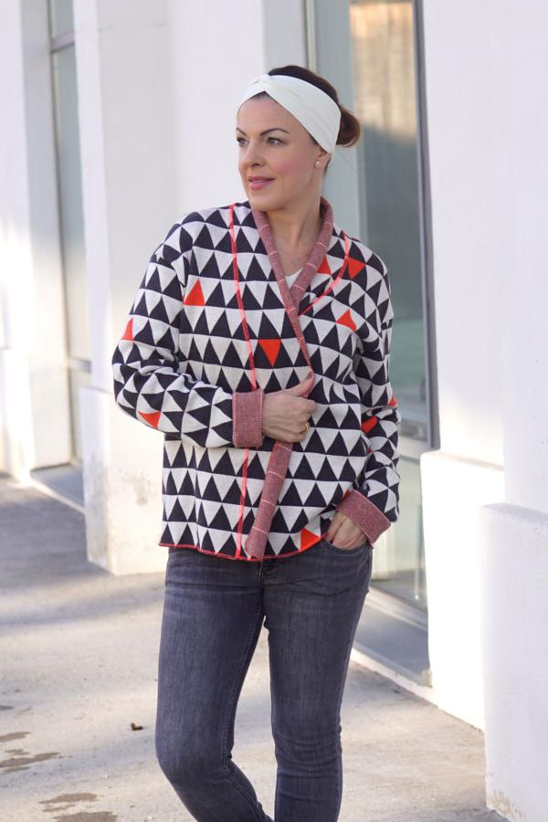 Knitstoff Triangle orange Stofftraeume4you Frowein sewing example mimi sews Sideways black wool and white neon orange