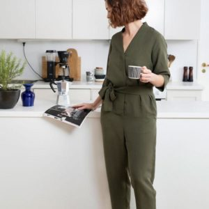 Papierschnittmuster V-Neck Jumpsuit The Assembly Line Stofftraeume4you