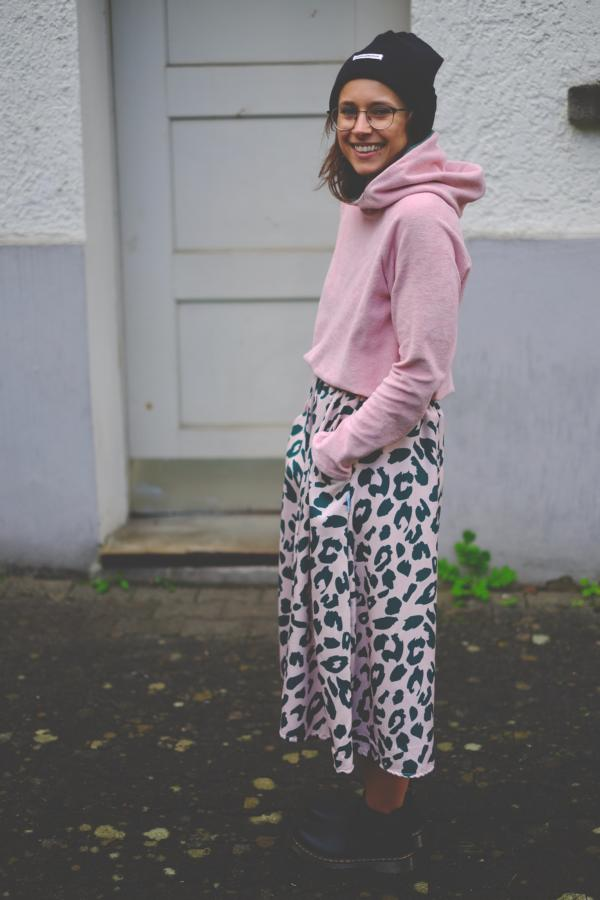 Urban Leo Mind the Maker viscose with knitted terry hoodie pattern duet pink sewing example radio head cuddly