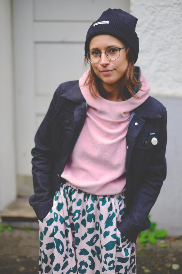 Urban Leo Mind the Maker viscose with knitted terry hoodie pattern duet pink sewing example radio head close